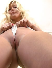 Helen Factory Out her Pussy Muscles and Gets Wet!