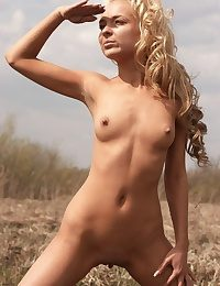 Erotic Hotty - Naturally Uber-sexy Fledgling Nudes